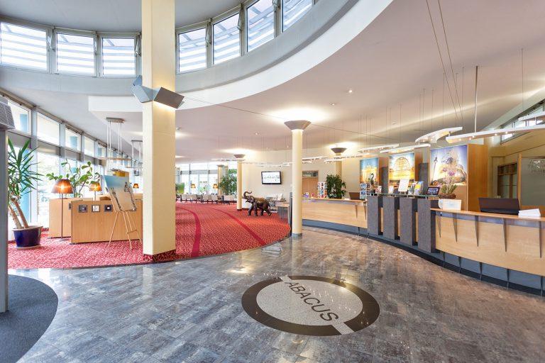 Hotel Lobby Richtung Wintergarten-squashed