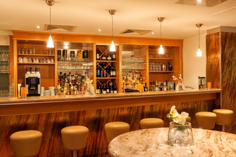 Tagung Lobby Bar-squashed