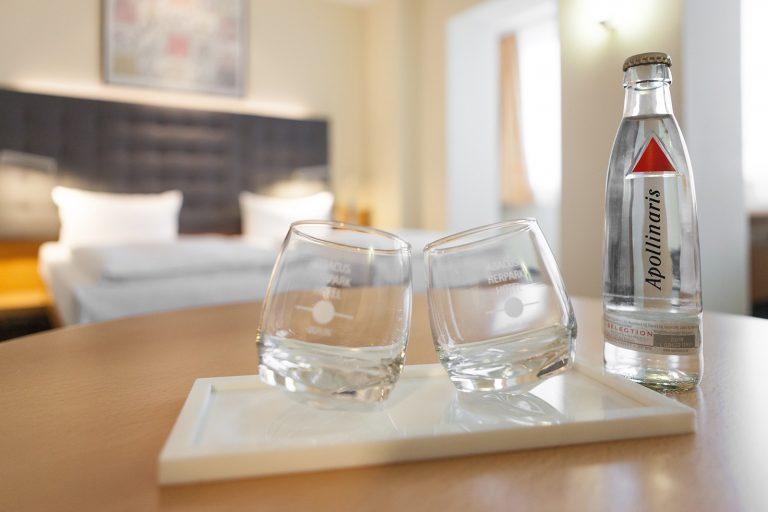 Zimmerdetail Gläser-squashed